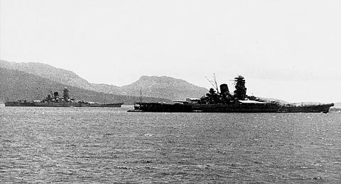 Truk_Yamato&Musashi_S18_01_s.jpg